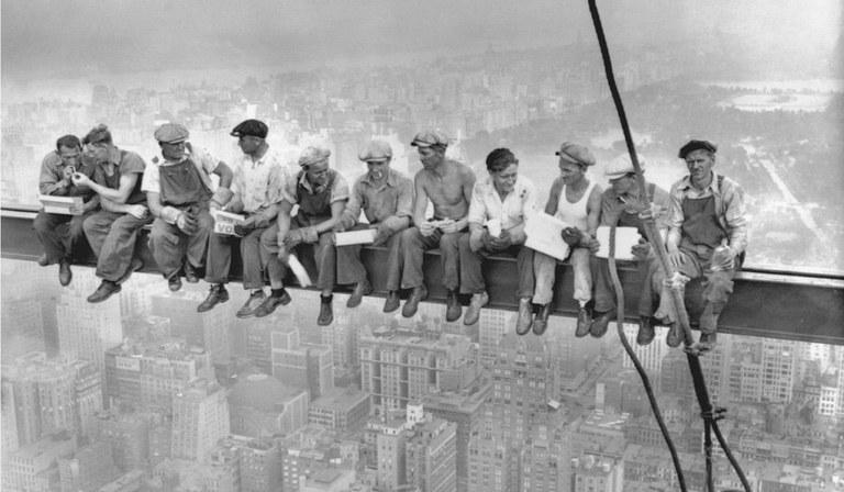 Lavoratori su grattacielo ok 2019.jpg