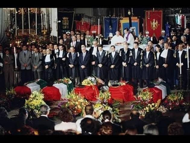f1_0_accadde-oggi-25-maggio-1992-si-celebrano-i-funerali-di-giovanni-falcone-video.jpg